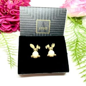 VINTAGE⚜️AVON RARE Boxed Bunny Faux Pearl Earrings